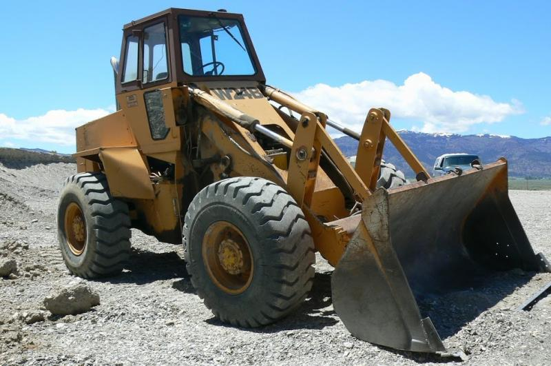 Case W24B Front End Loader, Nice machine, Located in Cedarville, California $14,500 or Make offer! Call Louie at 530-569-0102